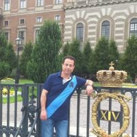 In front of the King's castle in Stockholm, Sweden.  - Pinay Romances Pakikipag-date